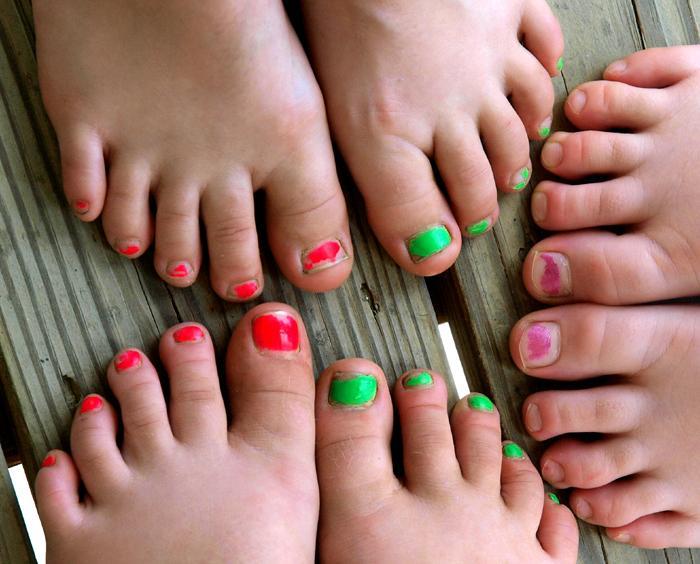 Foot fetish broadcast female feet